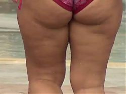 Chubby jiggle ass in bikini